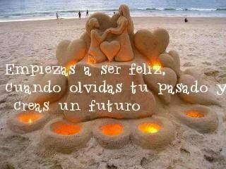 Frases de felicidad, feliz, olvidas, pasado, creas, futuro.